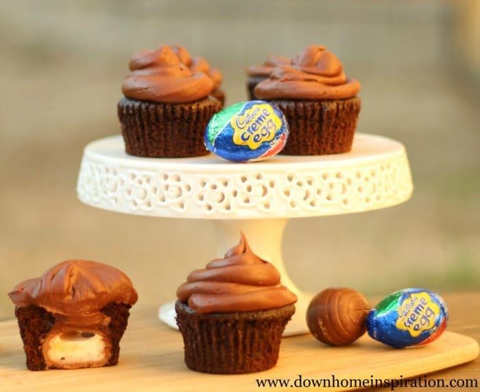 3.23.2014 Cadbury-creme-egg-cupcakes 700x571