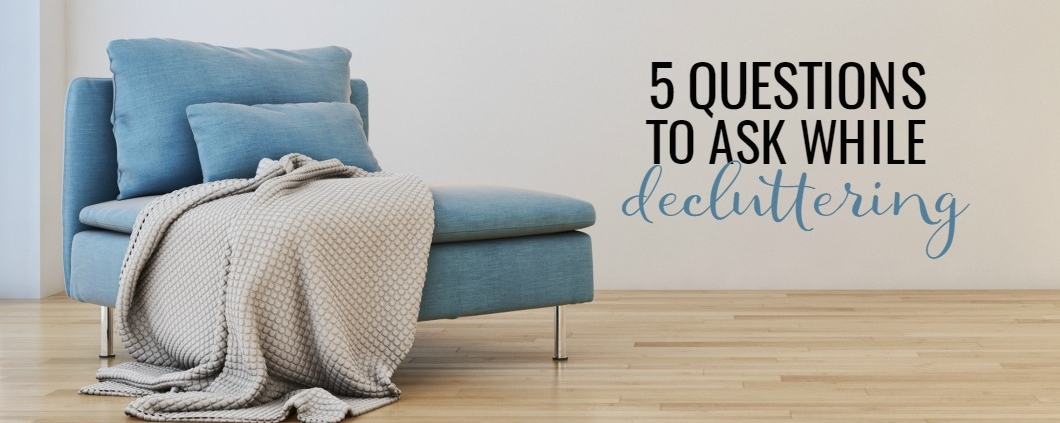 If you want to declutter, but don't know where to start or what to get rid of, these 5 questions will help! Overcome decluttering overwhelm by asking yourself the right questions and getting rid of things things that clutter up your life.